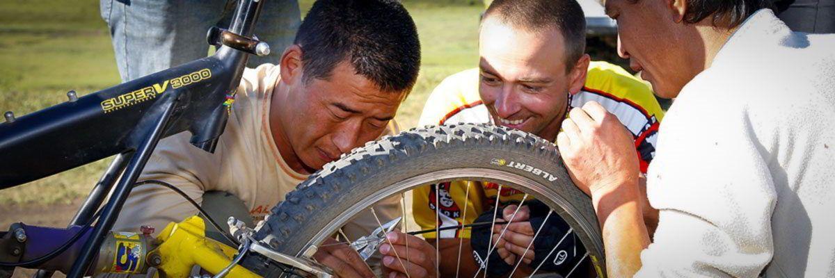 Steppenfuchs Reisen - Mountainbiketour in der Mongolei - Reparaturstop